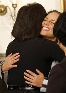 alicia-keys-michelle-obama-hug