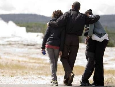 obama-malia-sasha-yellowstone